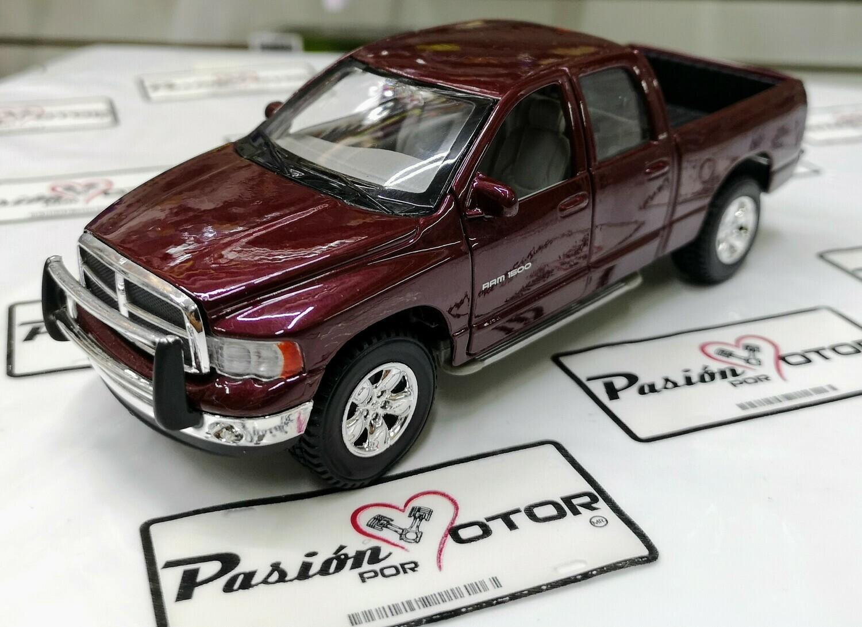 1:27 Dodge Ram Quad Cab 2002 Vino Maisto Special Edition  Special Edition En Display / A Granel 1:24