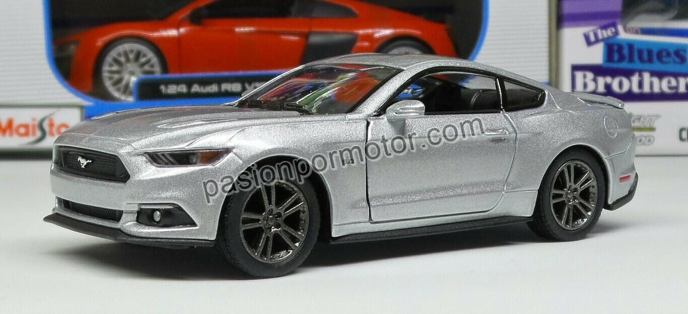 1:38 Ford Mustang GT 2015 Plata Kinsmart En Display a Granel 1:32 Shelby