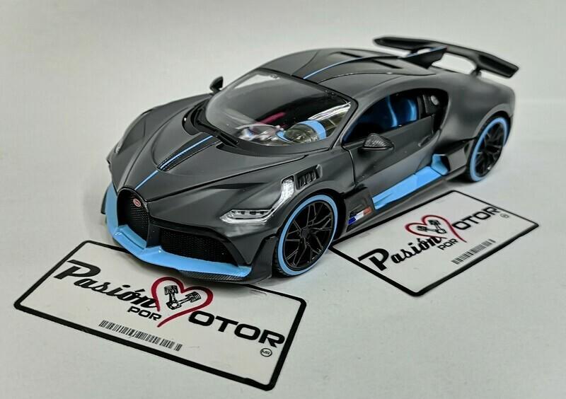 1:24 Bugatti Divo 2018 Gris y Azul Maisto Special Edition En Display