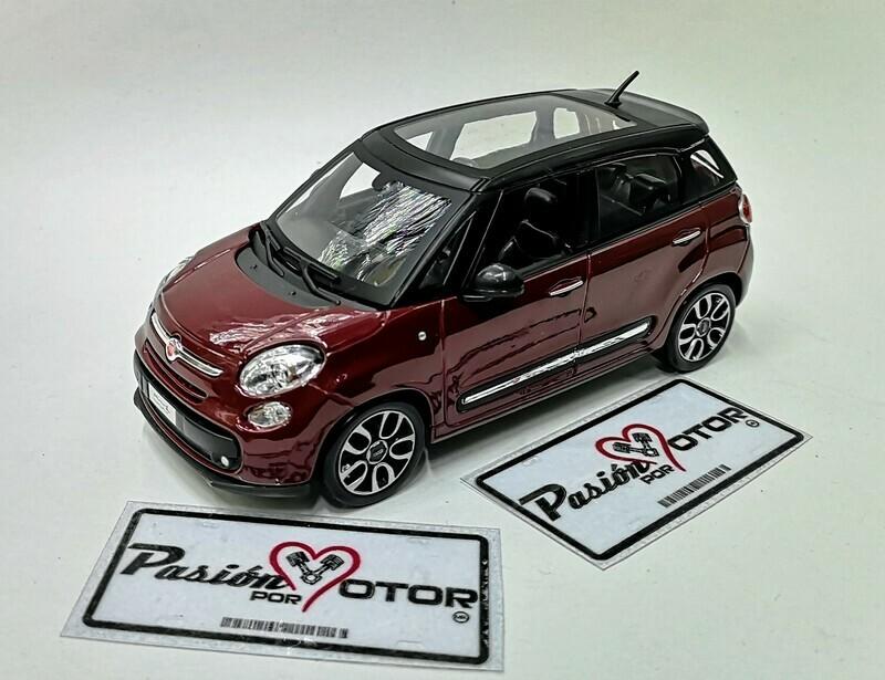 1:24 Fiat 500L 2013 Vino Bburago Burago En Display / A Granel