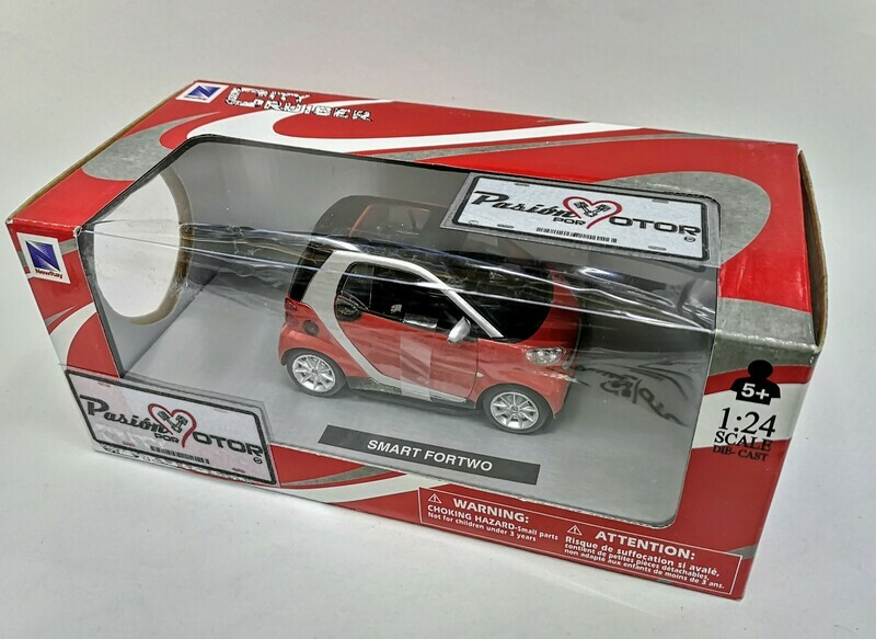 1:24 Smart For Two 2007 Rojo New Ray City Cruiser