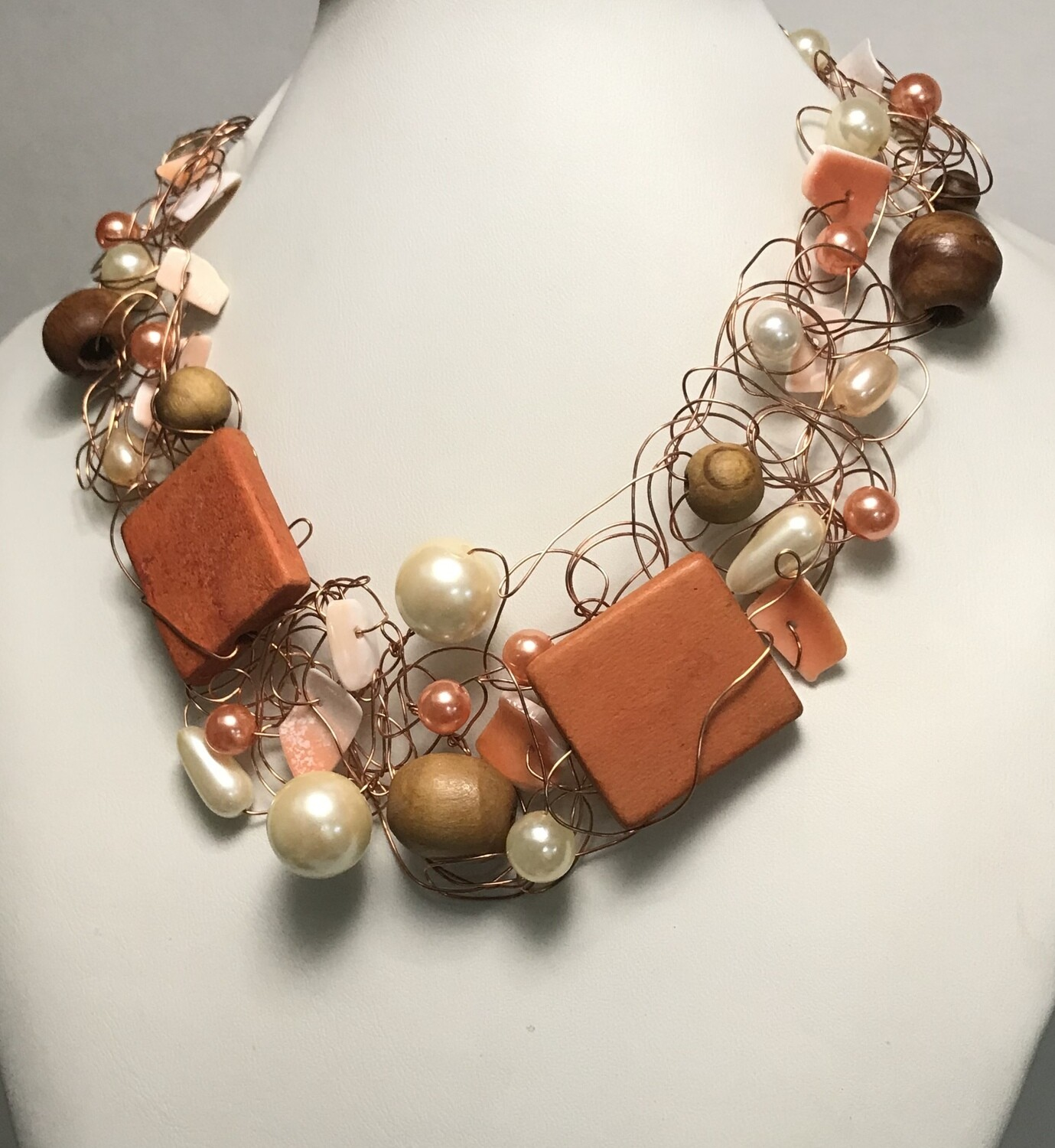 COLLIER ROYAL PERLES ET BOIS ORANGE