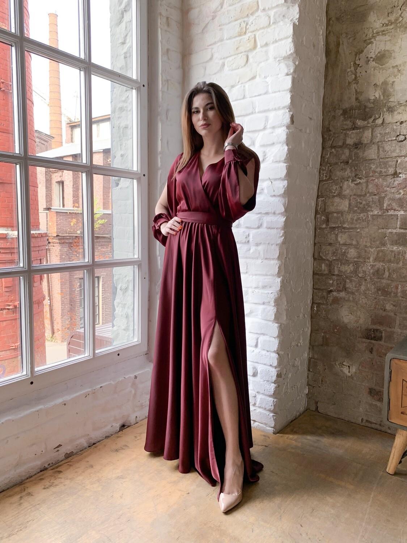 Платье в пол с разрезом на ноге