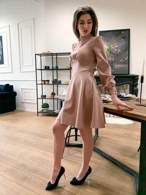 Бежевое платье мини
