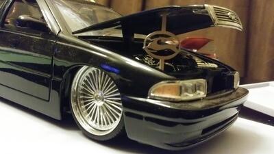 1:24 / 1:18 model car hood prop