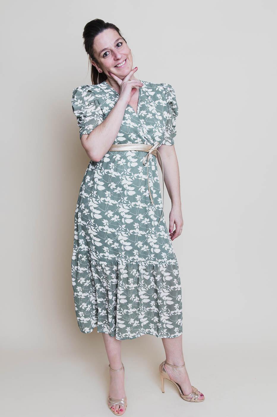 Midi jurk - FREDERIQUE - groen met witte blaadjes en goudrandje
