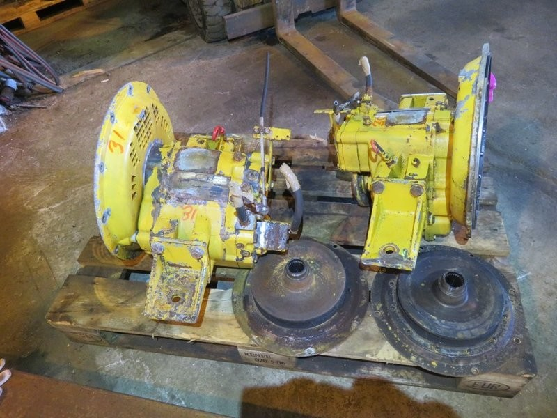 30-31. Gear boxes - Twindisc   MG 5050A
