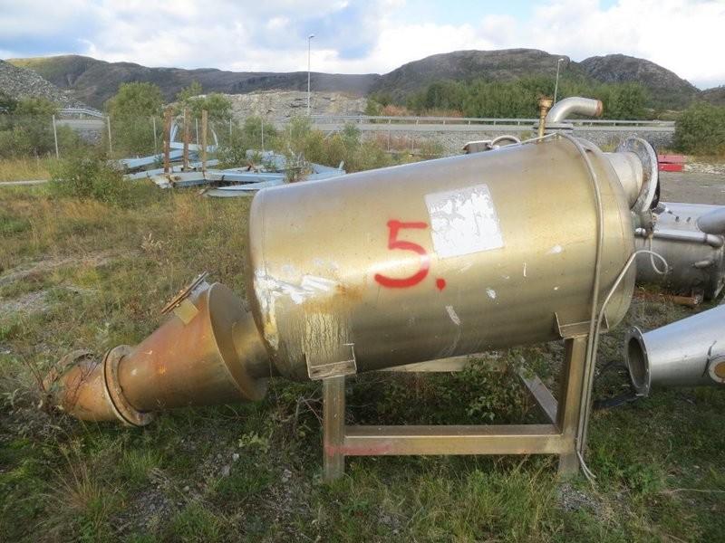 5. Vakumtanker og ventiler - ca 1400 liter, 100x180cm