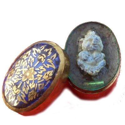 Kuman Tong Sud Hian in See Pheung Enchantment Balm with Silver Takrut Sariga  -  Ajarn Om Surin - Nuea Phaen Dtagua Long Thom