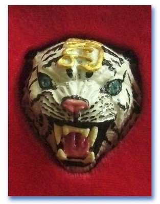 Hua Suea Maha Amnaj (Tiger head Amulet - white) - Bucha Kroo edition - Fang Takrut, Ploi and Hnang Suea - Wat Bang Pra