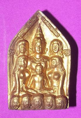 Khun Phaen Ba Cha Dta Nuea Wan Pised Roy wan Dork Tong (Special Rich mix Sacred Golden Flower Herb Powder) 9 Deva Maidens with Kumarn Tong - 'Run Sorng' (2nd Edition) - Phu Mor Nak - 4 x 2.5 Cm