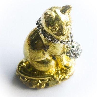 Nong Maew Riak Sap (treasure calling cat) Nuea Rakang Gao ud Pong Look Krok Maew Takrut Choke Lap Fang Ploi Daeng  - Ayu Wattana 2554 BE - Luang Phu Kambu - Wat Gut Chompoo - only 999 amulets made