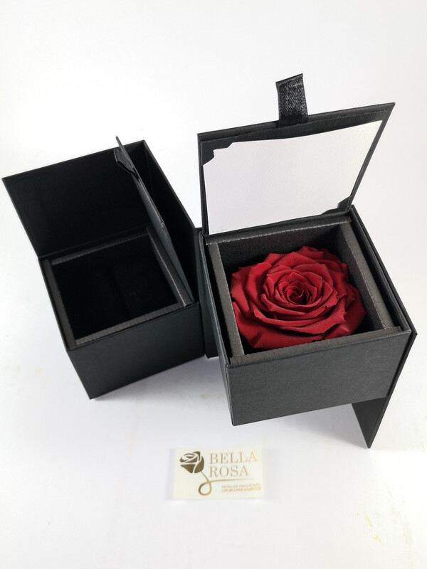 Caja elegante (13 cm x 9 cm ) rosa natural preservada color roja ( 7 cm x 7 cm )