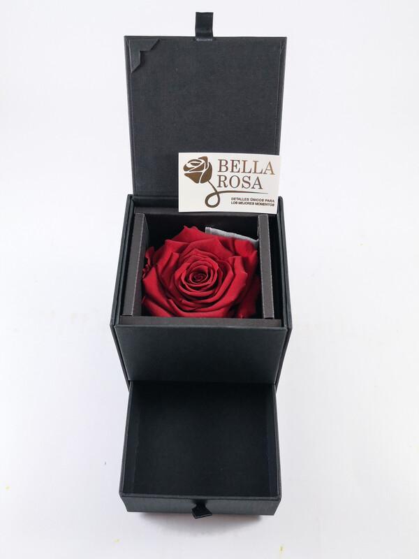 Caja elegante con gaveta ( 10 cm x 9 cm ) y rosa natural preservada color roja ( 7 x7cm )