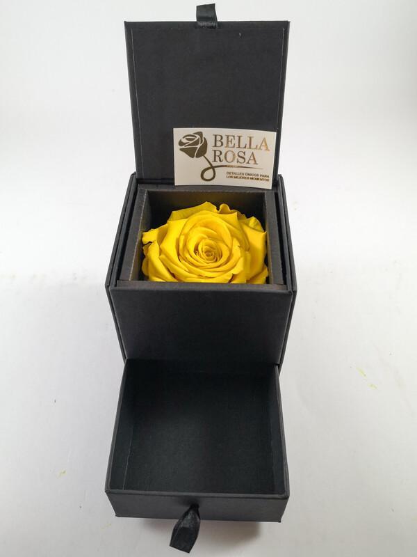 Caja elegante con gaveta 8(8.5 cm x 8.5 cm ) rosa preservada color amarillo (7 cm x 7 cm)