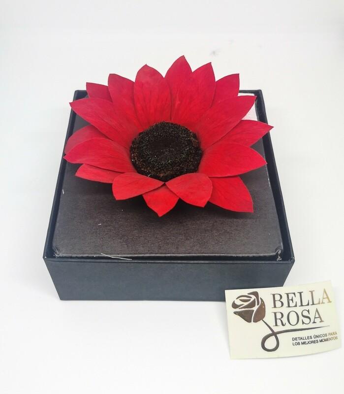 Rosa Preservada Roja en forma de girasol en Caja Acrílica