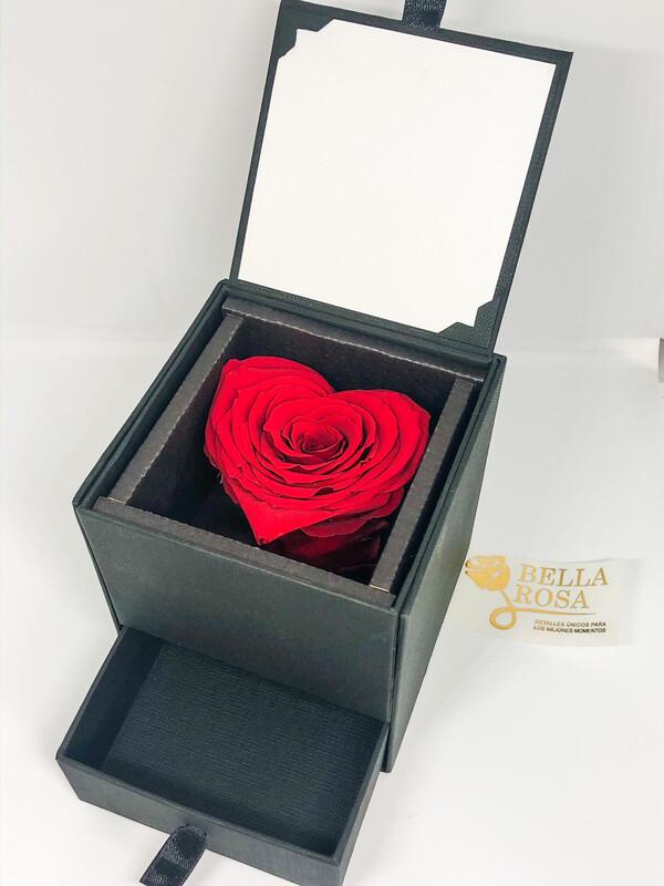 Caja elegante con doble compartimiento, rosa natural preservada en forma de corazón