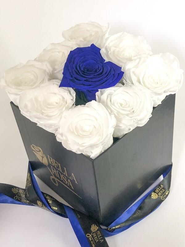 Caja cuadrada con 8 rosas Xl y un corazón