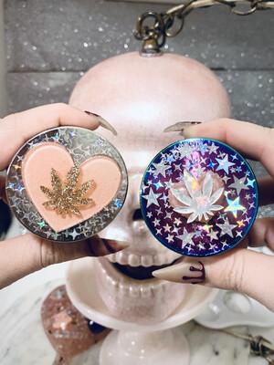 """Holographic """"Heart Leaf"""" Grinder"""