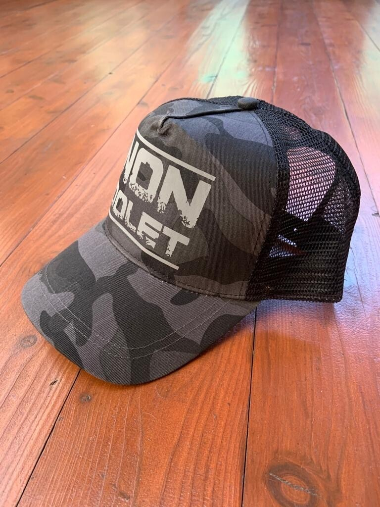 Non Dolet Baseball Cap Trucker, Night Camo
