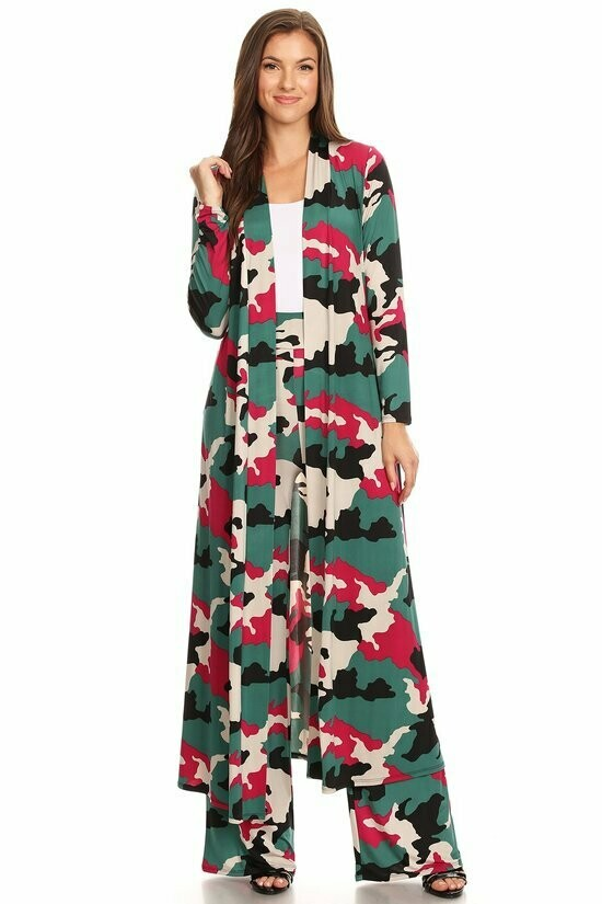 Camo printed jacket and pants set: - Long body cardigan in a loose fit, with an open front. - High waisted pants in a relaxed fit, with wide legs, and elastic waist.TOP NOT INCLUDED