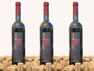 3 bottles of semi-dry pomegranate wine. 3 бутылки полусухого гранатового вина