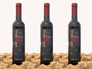3 bottles of dessert pomegranate wine. 3 бутылки гранатового вина и десерт