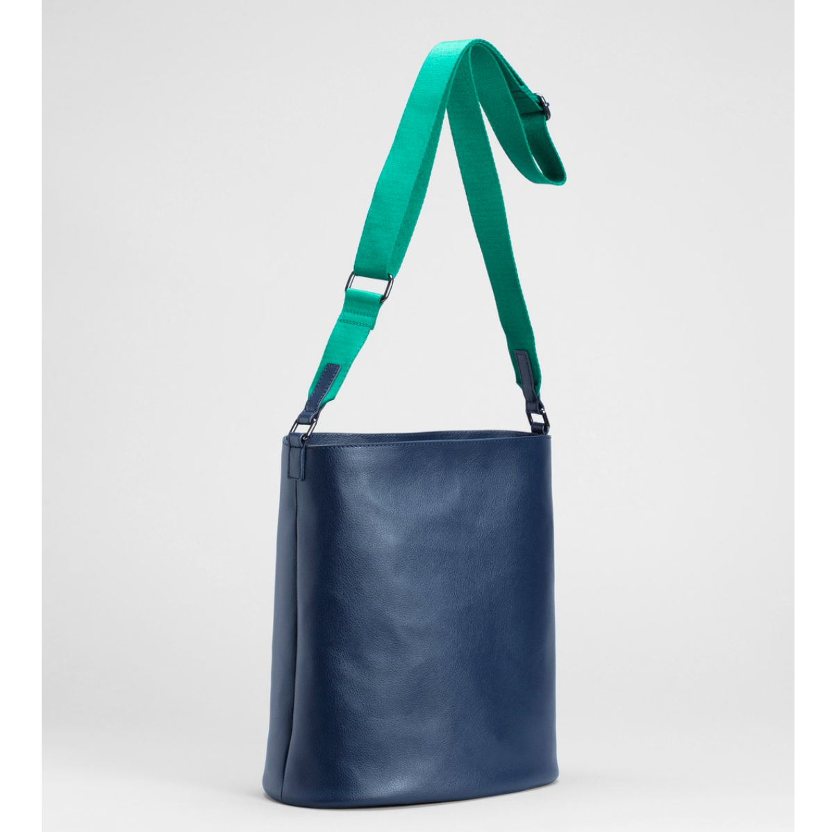 Leni Large Bag - Navy/Green - 100% recycled leather