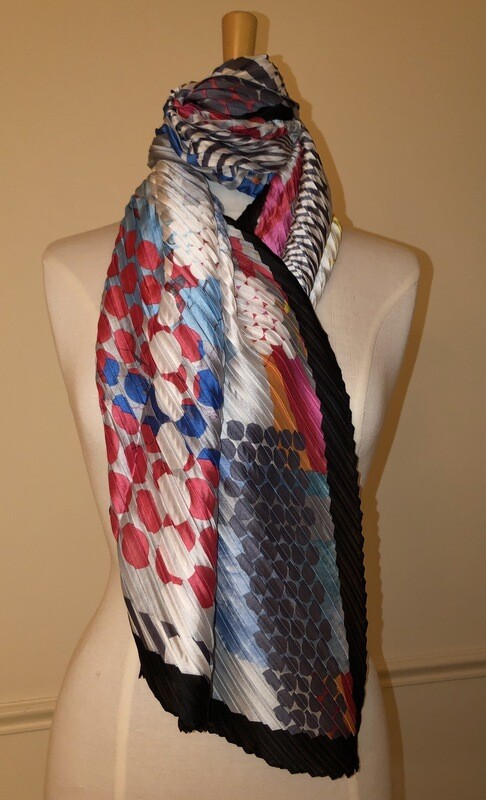 Abstract Print Pleated Black Scarf