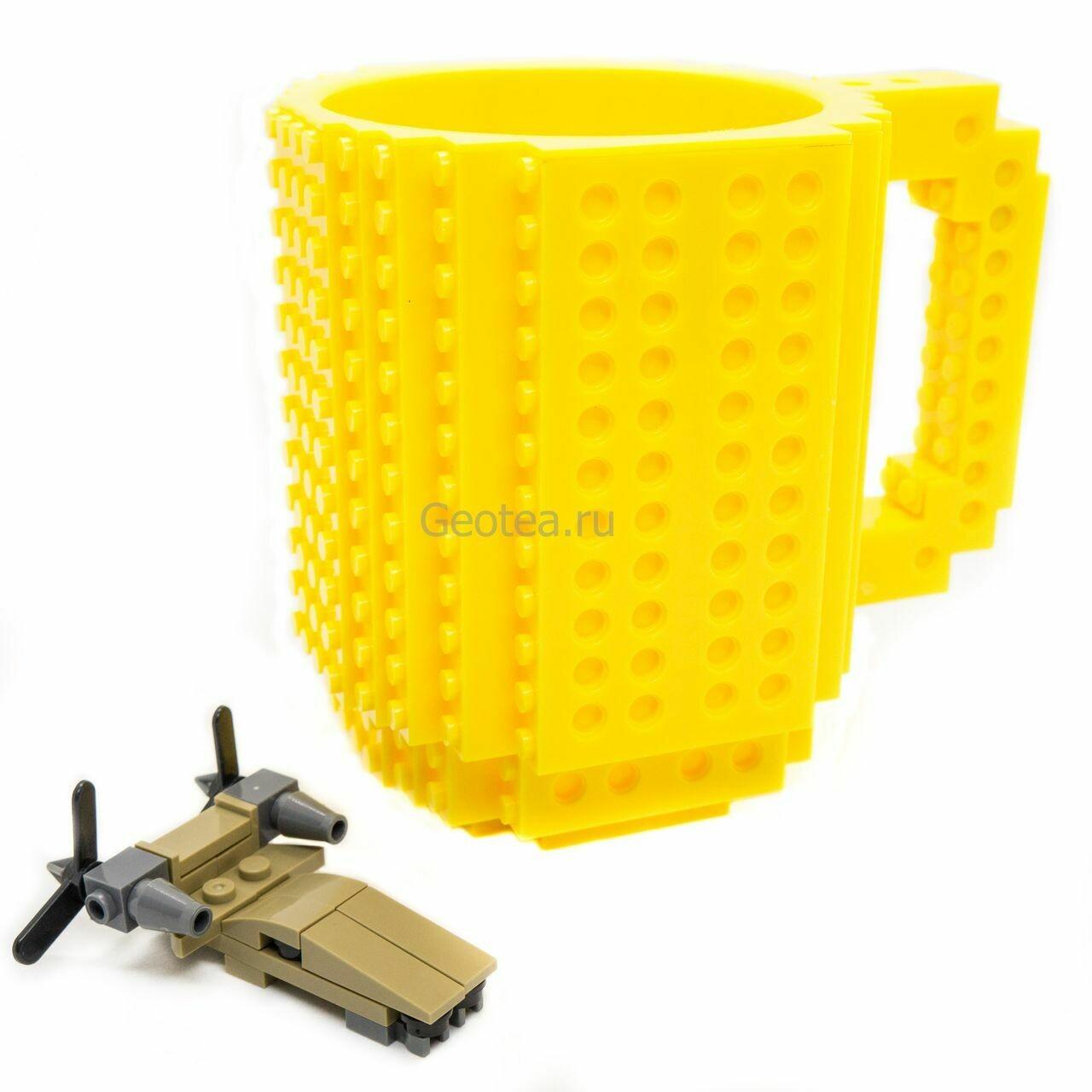 Кружка в стиле Лего 350 мл. желтая с мини набором