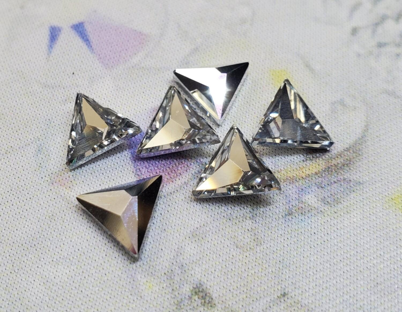 #2721 Swarovski CAL Asymmetrical Triangle (6 pcs)