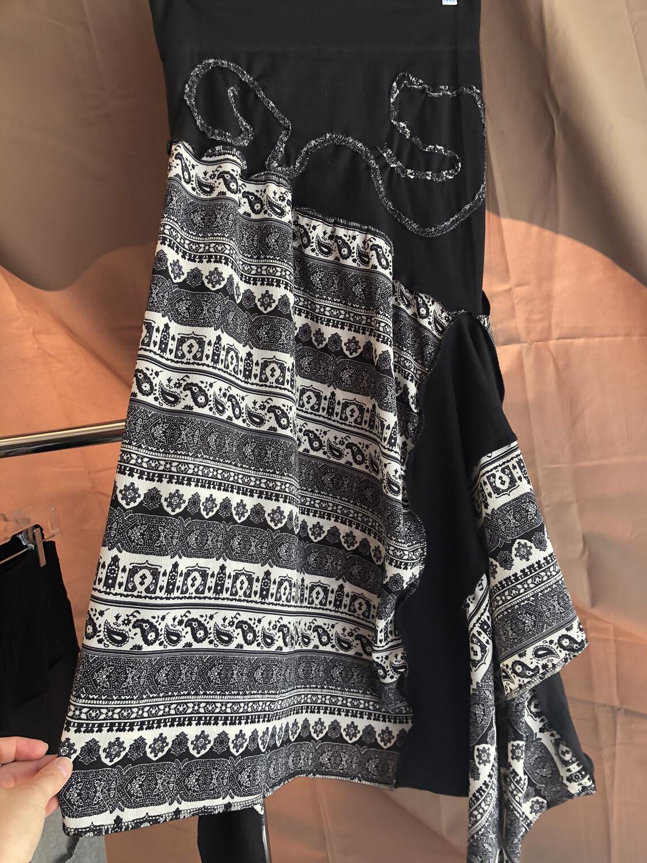 Black Skirt W Paisley Print & Appliqué