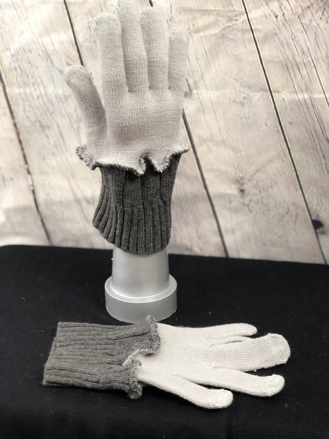 Ianthe Upcycled Sweater Gloves