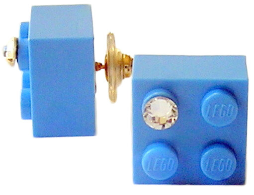 ​Light Blue LEGO® brick 2x2 with a 'Diamond' color SWAROVSKI® crystal on a Gold plated stud/silicone back stopper