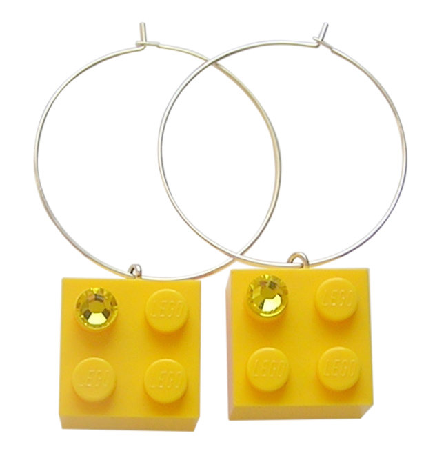 Yellow LEGO® brick 2x2 with a Yellow SWAROVSKI® crystal on a Silver plated hoop