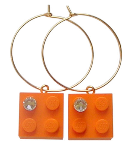 Orange LEGO® brick 2x2 with a 'Diamond' color SWAROVSKI® crystal on a Gold plated hoop