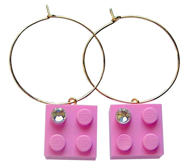 Light Pink LEGO® brick 2x2 with a 'Diamond' color SWAROVSKI® crystal on a Gold plated hoop
