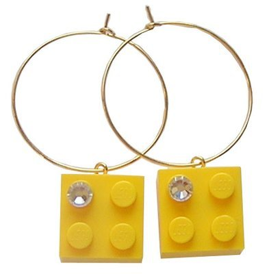 Yellow LEGO® brick 2x2 with a 'Diamond' color SWAROVSKI® crystal on a Gold plated hoop
