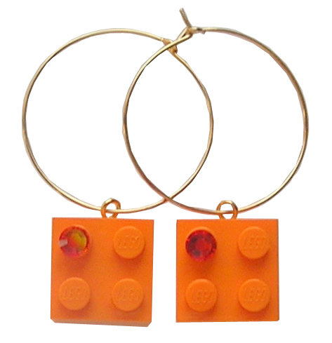 ​Orange LEGO® brick 2x2 with an Orange SWAROVSKI® crystal on a Gold plated hoop