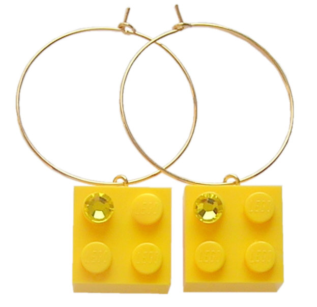 Yellow LEGO® brick 2x2 with a Yellow SWAROVSKI® crystal on a Gold plated hoop