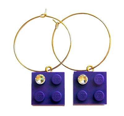 Purple LEGO® brick 2x2 with a 'Diamond' color SWAROVSKI® crystal on a Gold plated hoop