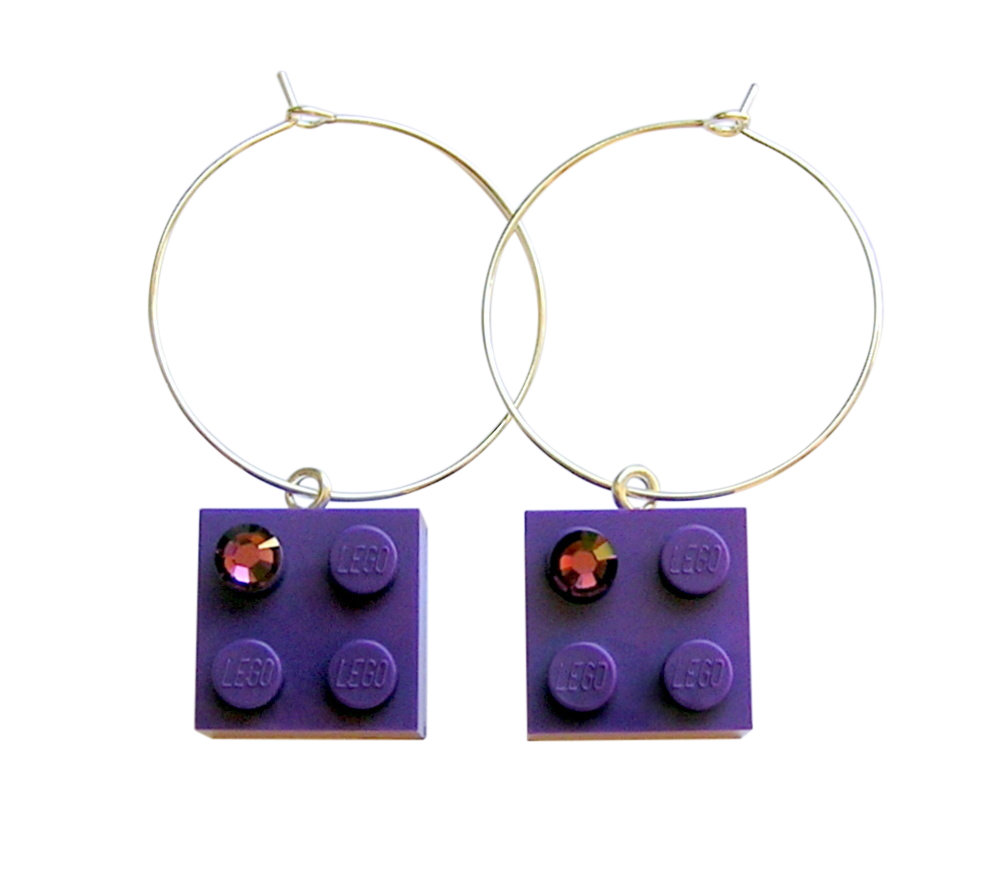 ​Purple LEGO® brick 2x2 with a Purple SWAROVSKI® crystal on a Silver plated hoop