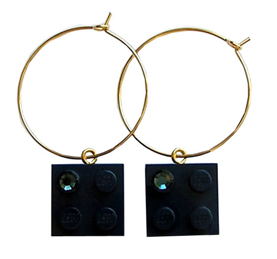 ​Navy Blue LEGO® brick 2x2 with a Blue SWAROVSKI® crystal on a Gold plated hoop