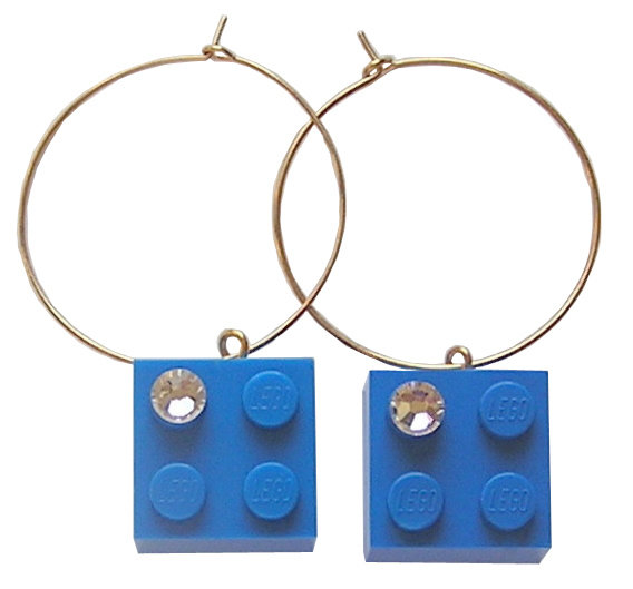 Dark Blue LEGO® brick 2x2 with a 'Diamond' color SWAROVSKI® crystal on a Gold plated hoop