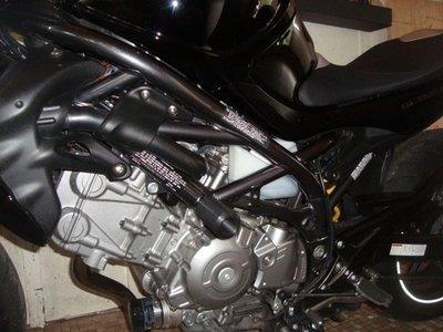 SFV650 Gladius SFV650 - 2009 - 2015 SFV650 Gladius Motosliders Frame Sliders and 8mm race Swing Arm Sliders COMBO
