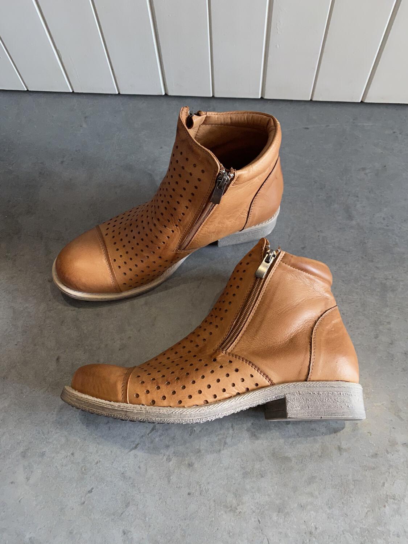 Rilassare Tatiana Tan Leather Boot