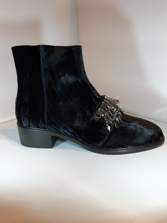 181 | Boot zwart