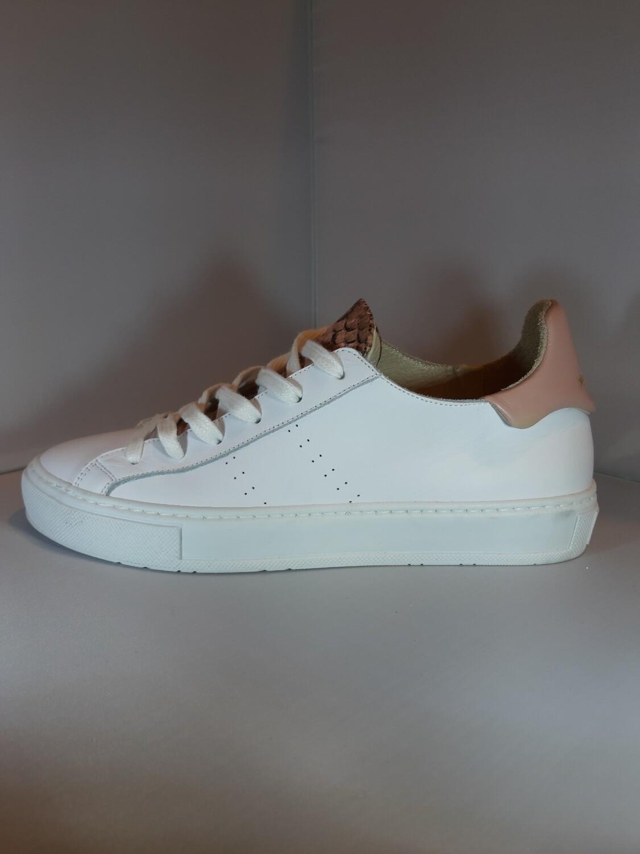 March 23 | Sneaker wit roze