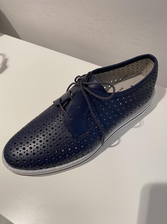 Pertini / blauwe veterschoen met gaatjes