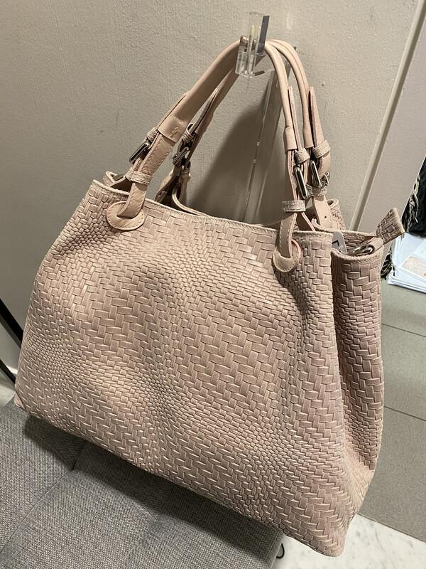 Mondiaux Madame / licht roze handtas in gevlochten leder